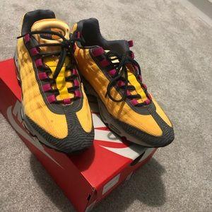 Nike Airmax size 8 1/2 in men